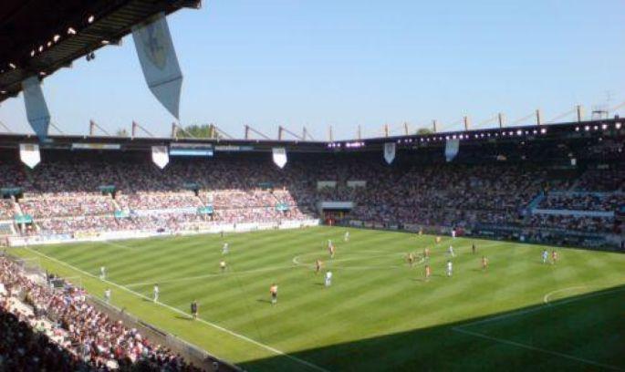 Le stade de la Meinau, lors d\'une rencontre RCS-OM en 2007