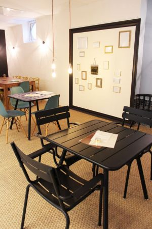 Le temps d\'une pause, un endroit cosy où se poser pour boire un café et lire un magazine