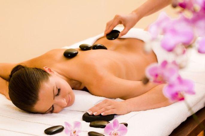 Le massage aux pierres chaudes,  un plaisir irremplaçable pendant l'hiver