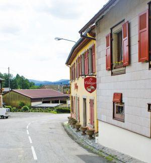 http://www.jds.fr/medias/image/le-village-de-l-ecomusee-vs-le-vrai-village-alsaci-1-64385