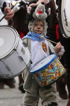Petits et grands participent aux défilés de Carnaval, comme ici à Sélestat