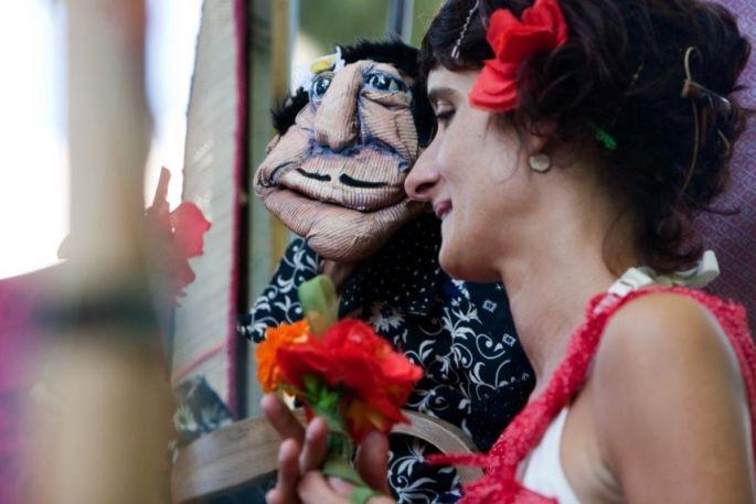 Les marionnettes de la Cie Les Zanimos donnent Un p\'tit bal de rien du tout