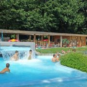 Le guide des piscines dans le Haut-Rhin : tout baigne, c'est l'été !