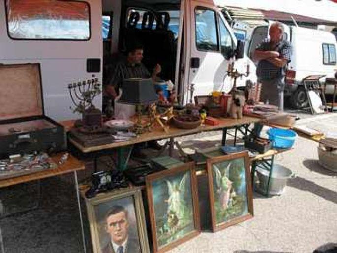 Les rues de Dambach-la-ville sont envahies par les chineurs venus dénicher des trésors cachés