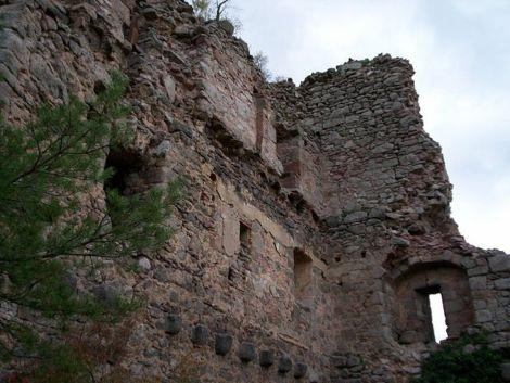 Les ruines du château de Ramstein sont très abimées