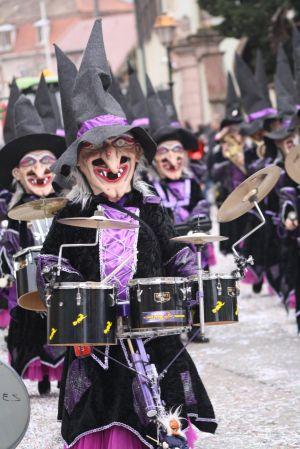 Les sorcières envahissent les rues de Soultz lors du traditionnel défilé de Carnaval