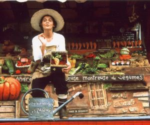 Un stand de légumes tenu par Les Zanimos.