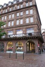 La libraire Kléber se trouve à un des coins de rue les plus croisés de Strasbourg