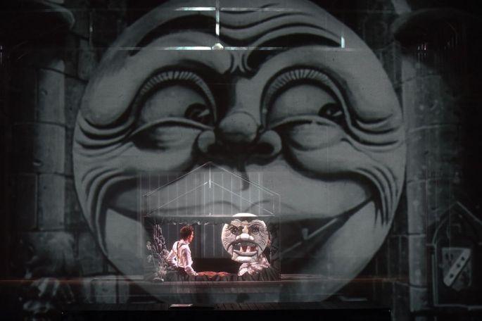 Un spectacle qui mêle théâtre, cinéma, danse, magie, cirque...