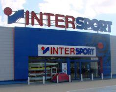 Les magasins Intersport proposent des centaines d\'articles et de vêtements de sport