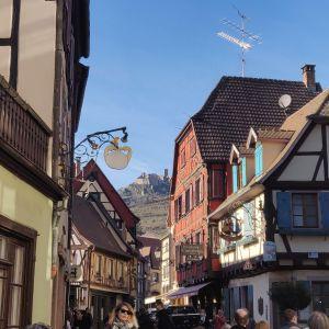 Le château de St-Ulrich et du Girsberg depuis Ribeauvillé