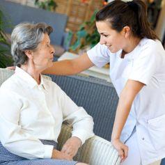 Les maisons de retraite permettent à nos aîné de recevoir des soins adaptés à leurs besoins