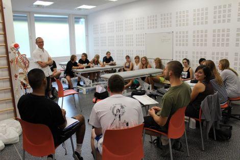 Marc Gross et ses élèves kinés à Mulhouse