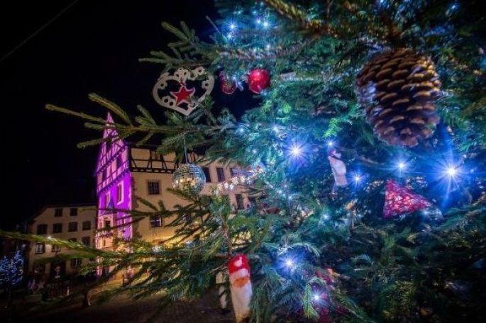 Le marché de Noël de Thann, devant la collégiale Saint Thiébaut