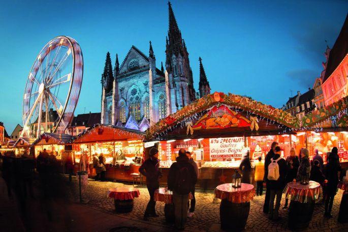 C\'est autour du Temple St Etienne que s\'installe le Marché de Noël de Mulhouse