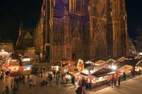 Le marché de Noël de Strasbourg au pied de la Cathédrale Notre-Dame