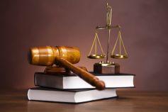 Les tribunaux, l\'endroit où la justice est rendue et les affaires classées.