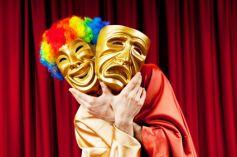 Comédies ou tragédies, explorez le théâtre à plusieurs avec les ateliers proposés en Alsace