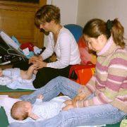 Massage pour les bébés à l\'association \