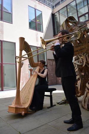 La harpiste Mathilde Armengaud et le tromboniste Sébastien Curutchet