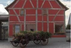 La médiathèque 2 a été installée dans la maison alsacienne sur la place du village