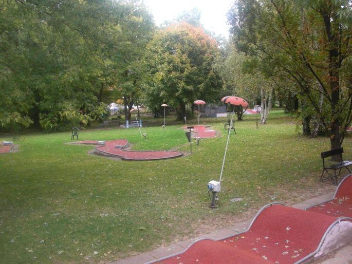Un mini-golf nature et proche du centre ville de Mulhouse ouvert des premiers aux derniers beaux jours de l\'année!