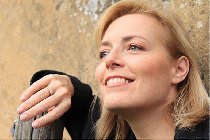 Mireille Delunsch continue sa carrière de chanteuse tout en mettant en scène des opéras
