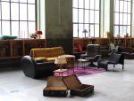 Au premier étage, l\'association Fakt a aménagé un bar, une scène et un bel espace à vivre