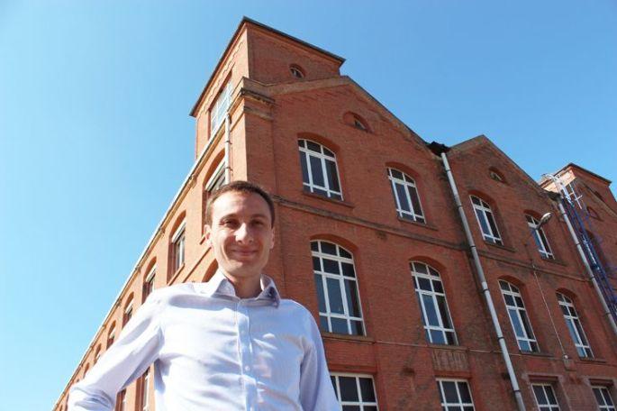 Romain Spinali devant le bâtiment 23 de la Fonderie ...et peut-être futur pôle d\'excellence du numérique