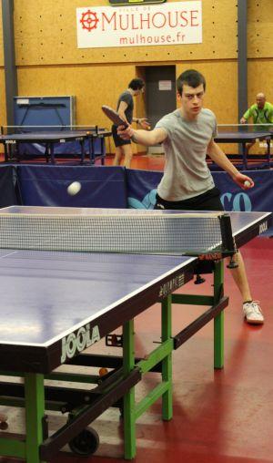 Séance d\'entraînement pour les adultes qui débutent en loisirs au Mulhouse Tennis de table (MTT)