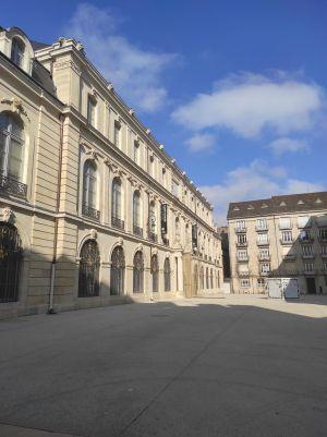 La façade du Palais des Ducs de Bourgogne où se trouve le Musée des Beaux Arts de Dijon