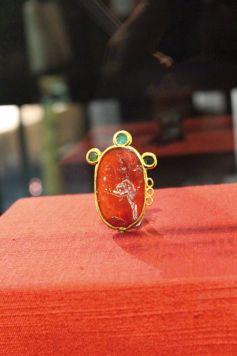 L\'intaille en agate rouge est la pièce phare du Musée Gallo-Romain de Biesheim : un bijou unique au monde!