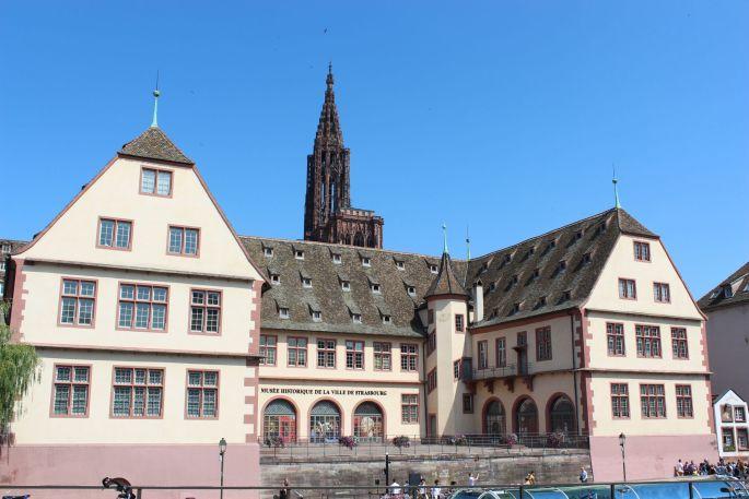 Le musée historique de la ville de Strasbourg, en face de l\'ancienne douane