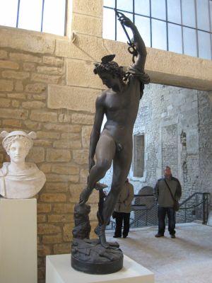 Musée Rude à Dijon: Mercure rattachant ses talonnières (1834)