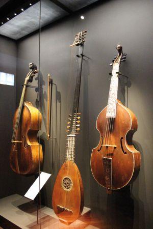 Le musée présente plus de 500 instruments de musique d\'hier à aujourd\'hui