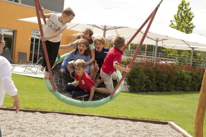Les enfants s\'amusent comme des fous à Nepomuks Kinderwelt