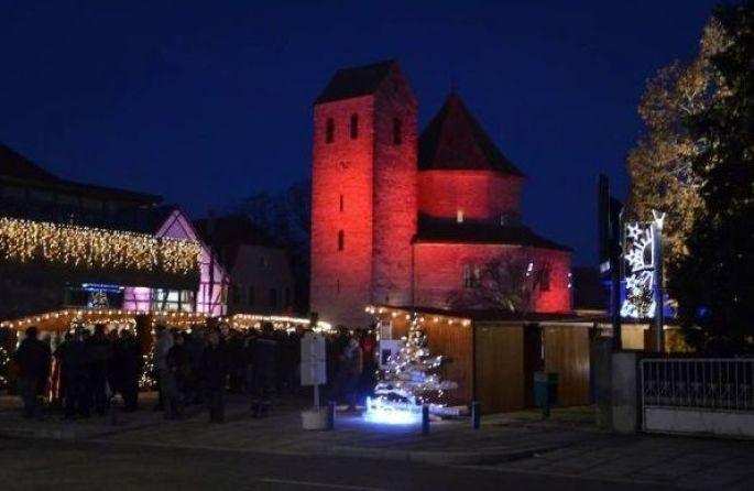 L\'Abbatiale d\'Ottmarsheim toute illuminée lors du Marché de Noël des Musées et des Créateurs en décembre