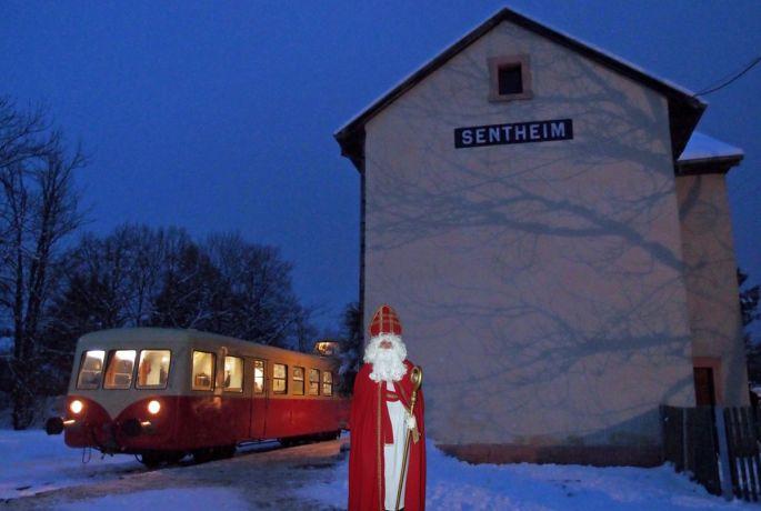 Ambiance de Noël dans l\'autorail des années 1960 qui relie Burnhaupt à Sentheim