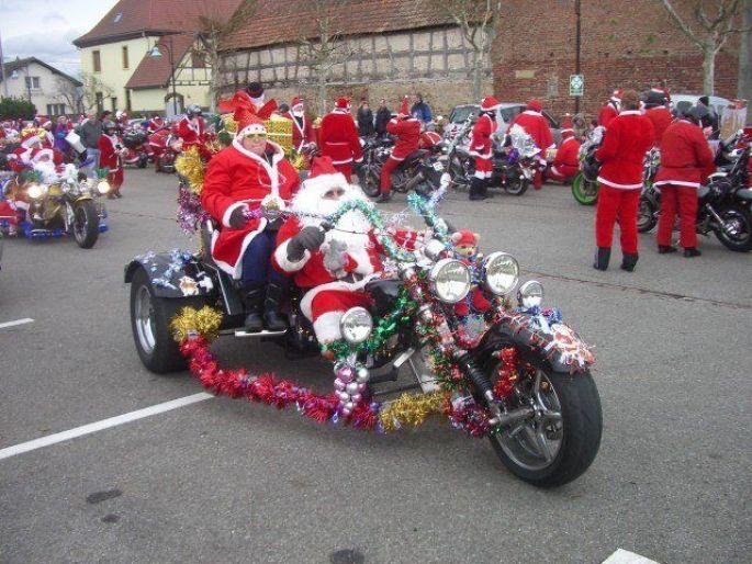 Les Pères Noël motards dans les rues alsaciennes !