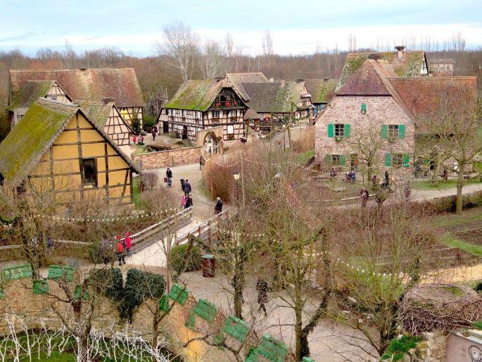 L\'Ecomusée d\'Alsace se pare de ses décorations de Noël
