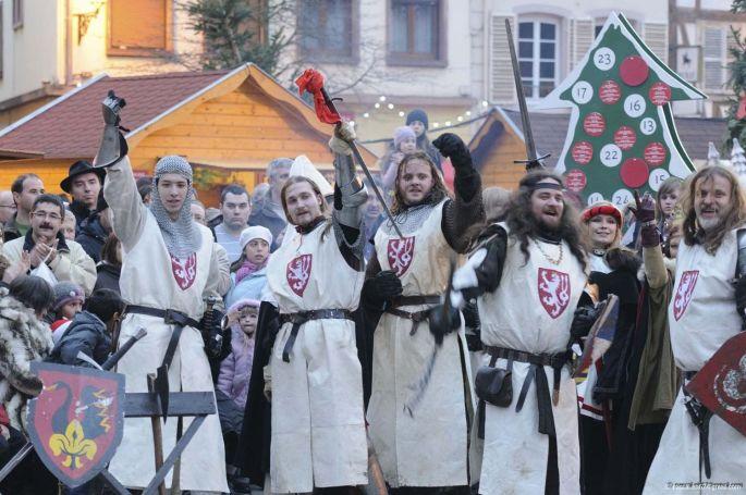 Les chevaliers s\'installent à Molsheim pour le Noël d\'antan