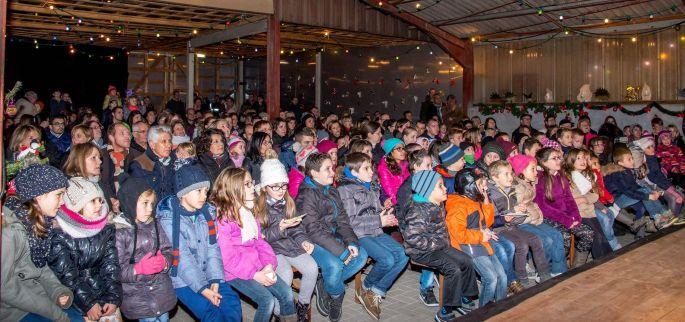 Noël 2017 à Balgau : La féerie des granges de l\'Avent, vue sur le public !