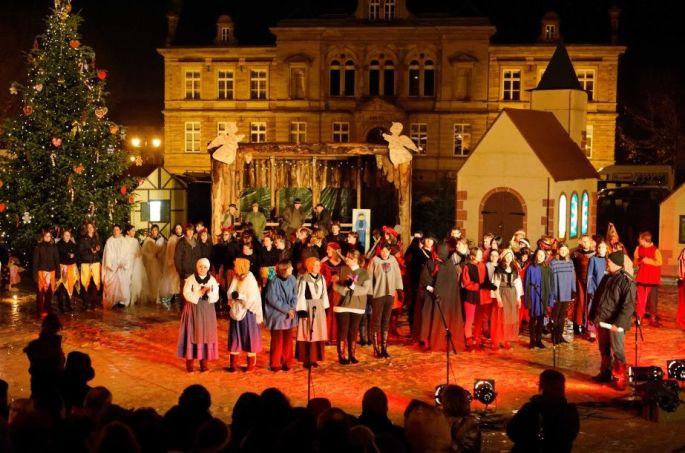 Noël à Bouxwiller (67) le spectacle du Marché de Noël - Chriskindelsmärik