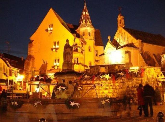 La place du château d\'Eguisheim se pare de magie...
