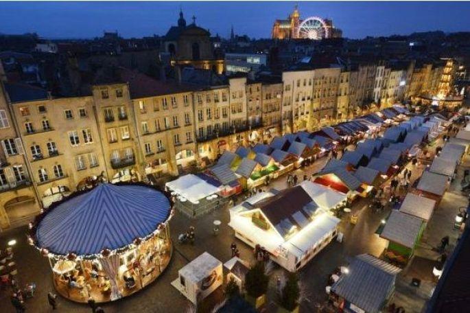Marché des Traditions et Pyramide de Noël à Metz
