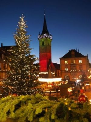 La Place du Marché accueille le Marché de Noël d\'Obernai