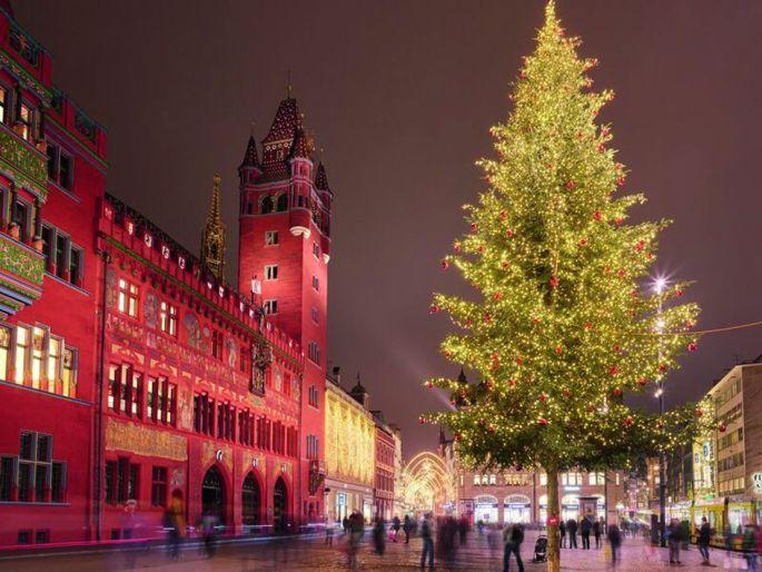 Noël à Bâle et la beauté des illuminations autour de la Rathaus
