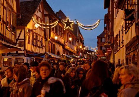 Les rues illuminées pour le marché de Noël de Bouxwiller
