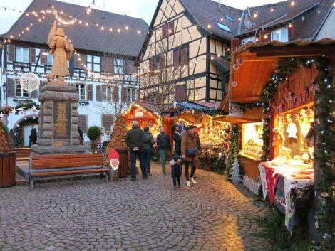 Les chalets du Marché de Noël d\'Eguisheim