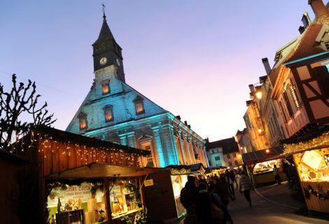 Le Marché de Noël de Montbéliard, devant le Temple